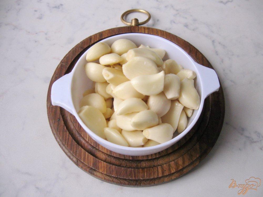 Фото приготовление рецепта: Чеснок маринованый на зиму. шаг №2