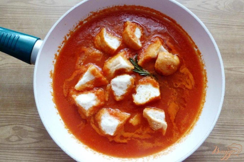 Фото приготовление рецепта: Томатный суп из Тосканы шаг №3