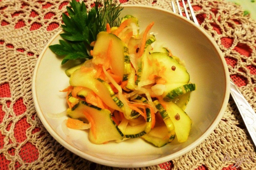 Фото приготовление рецепта: Маринованные кабачки с овощами шаг №7