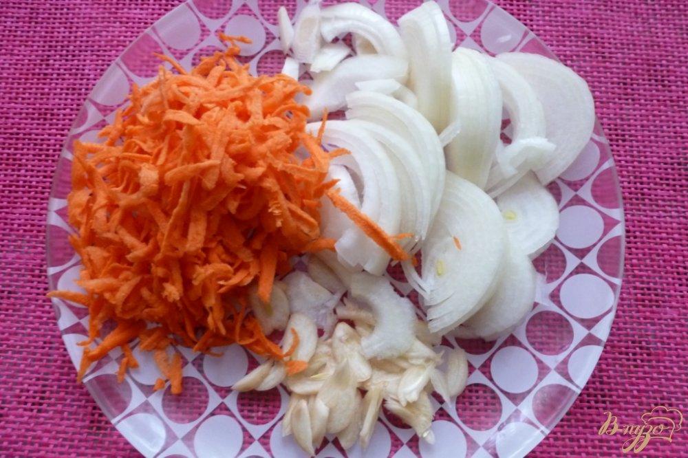 Фото приготовление рецепта: Маринованные кабачки с овощами шаг №2