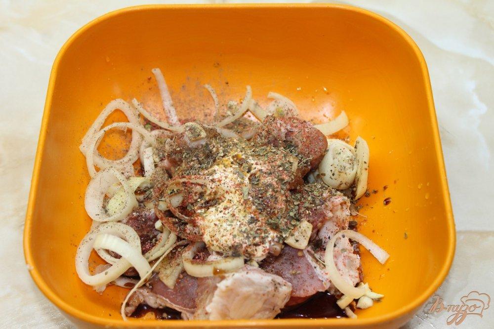 Фото приготовление рецепта: Картофель со свининой запеченный в горшочке шаг №2