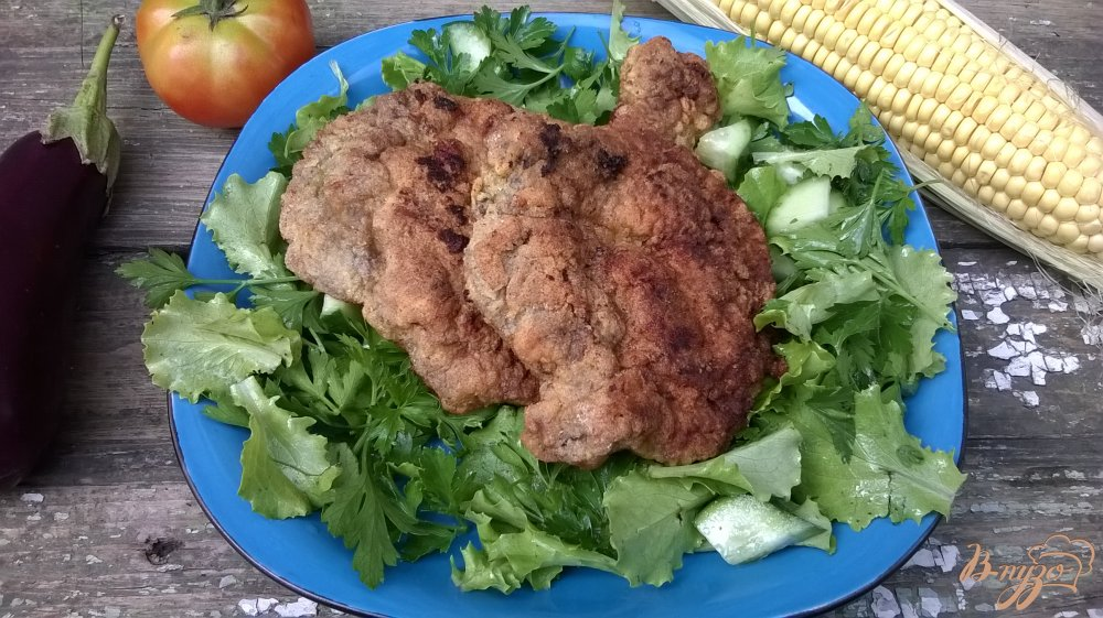 Фото приготовление рецепта: Свиная отбивная на зеленой подушке шаг №4