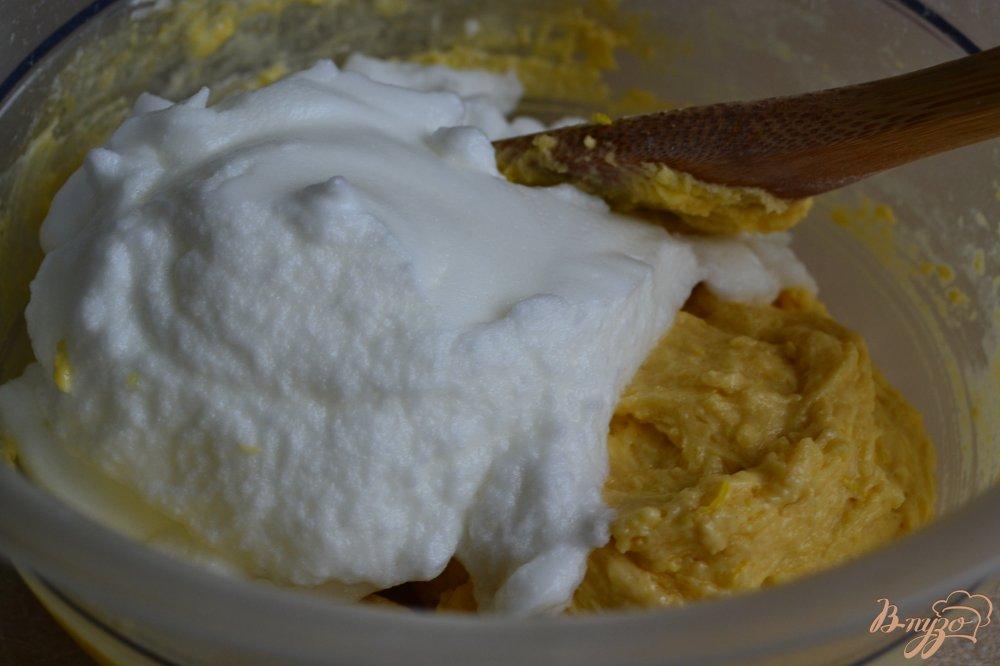 Фото приготовление рецепта: Лимонные кексы шаг №5