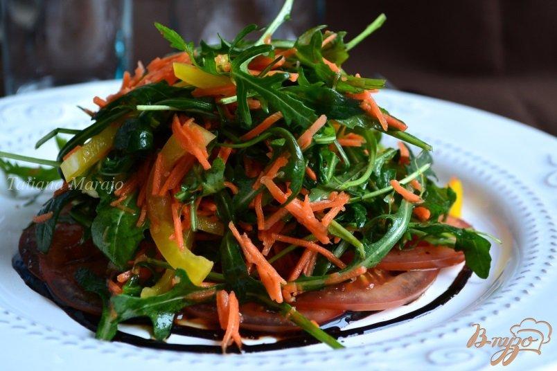 Фото приготовление рецепта: Салат с рукколой и овощами шаг №7