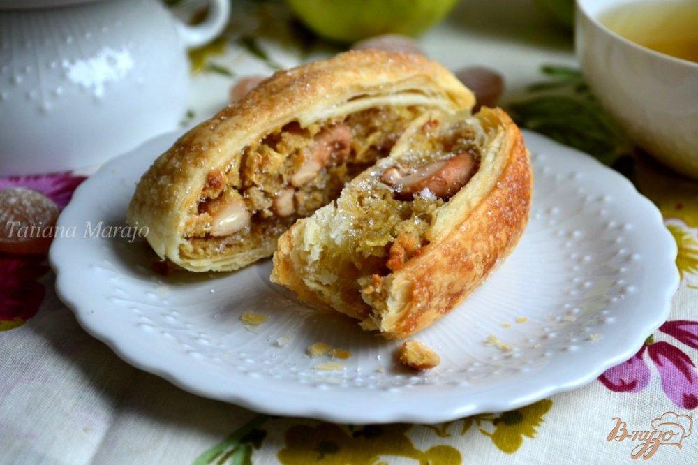 Фото приготовление рецепта: Слойки с яблоками и орешками кешью шаг №10