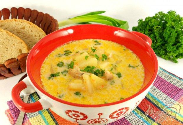 фото рецепта: Суп с плавленным сыром и курицей в мультиварке