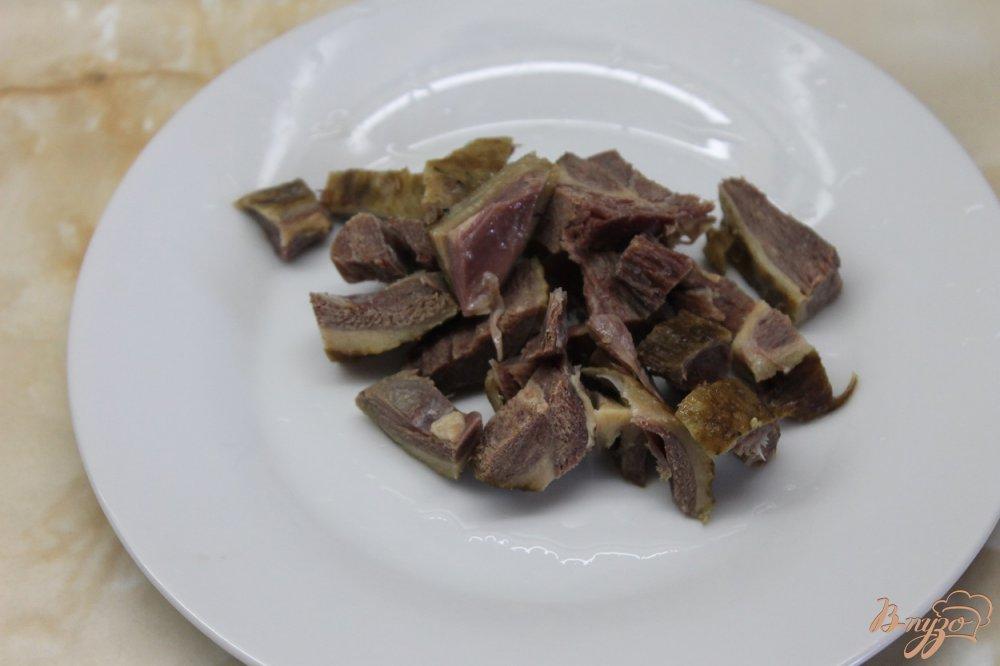 Фото приготовление рецепта: Суп пюре с гороха с окорочком и сырными гренками шаг №8