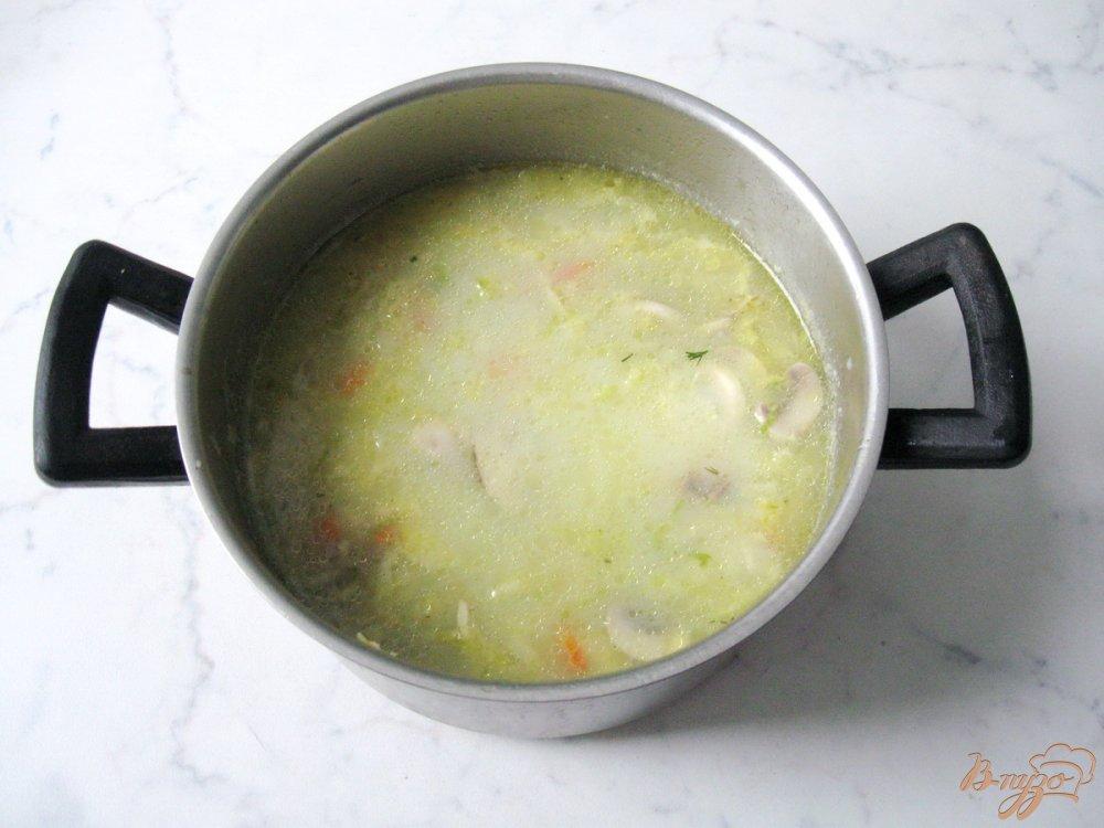 Фото приготовление рецепта: Суп из савойской капусты с грибами. шаг №7