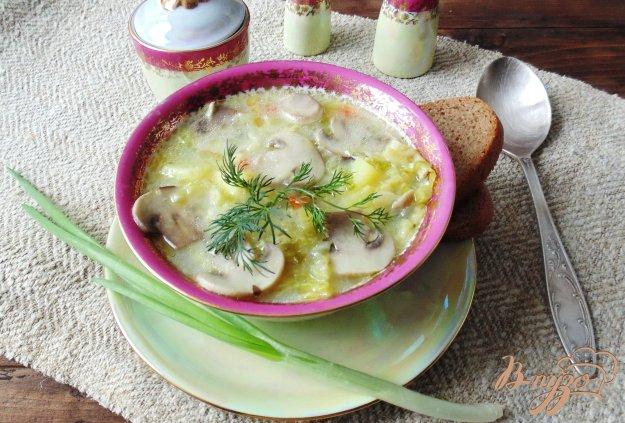 фото рецепта: Суп из савойской капусты с грибами.