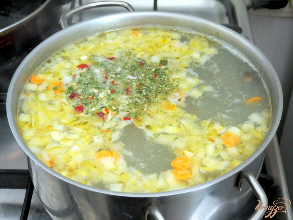 Фото приготовление рецепта: Суп из опят шаг №9