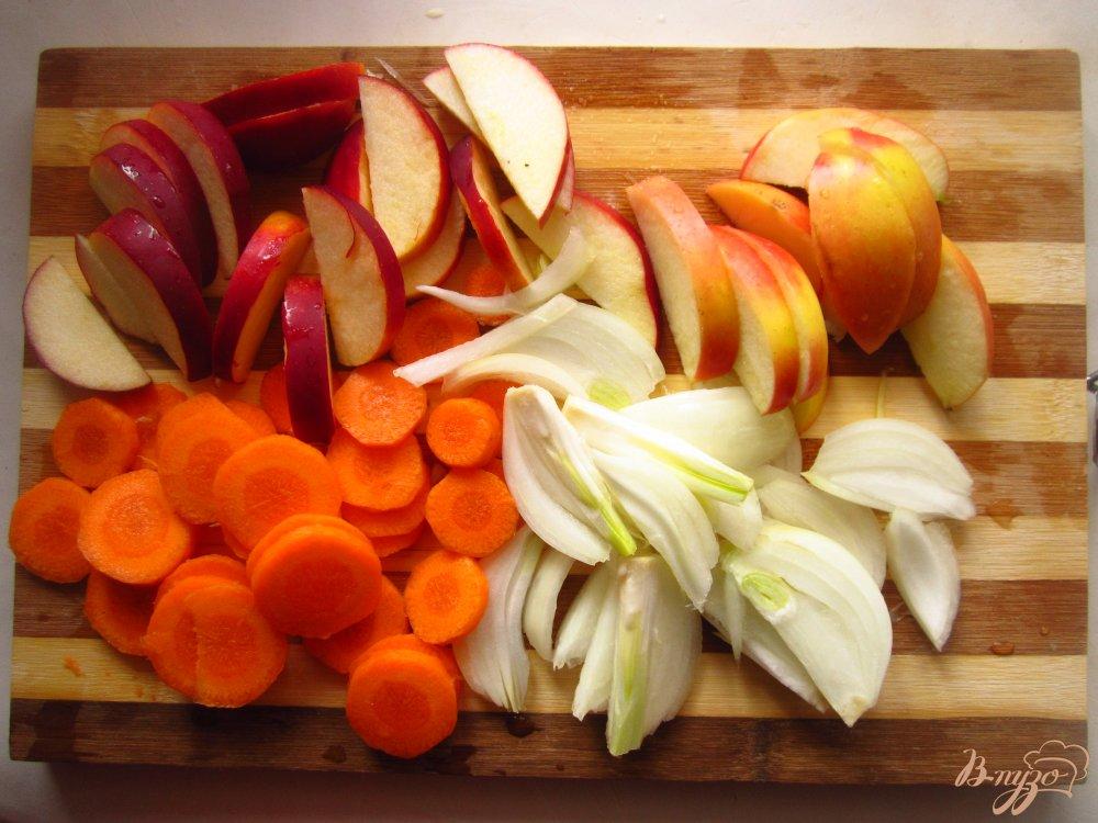 Фото приготовление рецепта: Кролик тушенный с яблоками и имбирем шаг №2