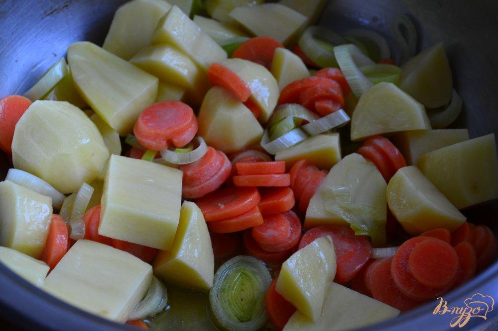 Фото приготовление рецепта: Легкий овощной суп со свежим шпинатом шаг №1
