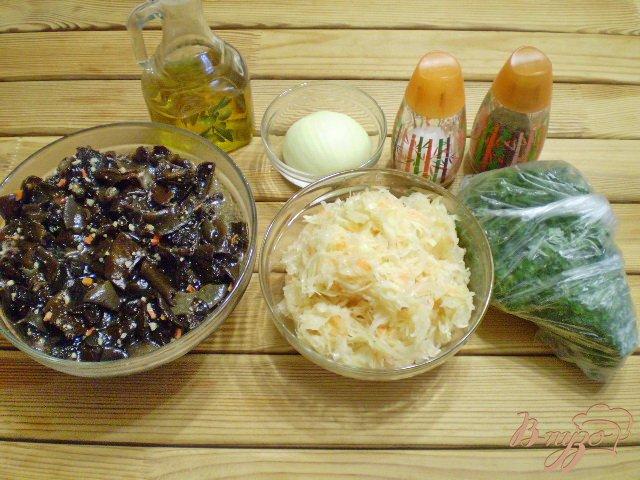 Фото приготовление рецепта: Салат с китайскими грибами и квашенной капустой. шаг №1