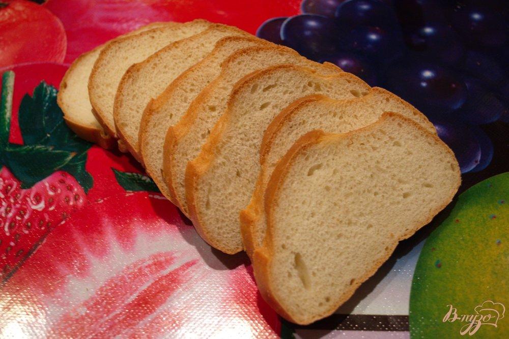 Фото приготовление рецепта: Гренки в духовке с сыром и чесноком шаг №1