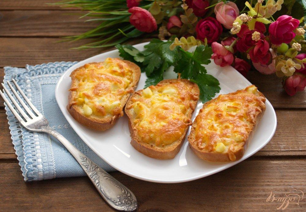 Фото приготовление рецепта: Гренки в духовке с сыром и чесноком шаг №7