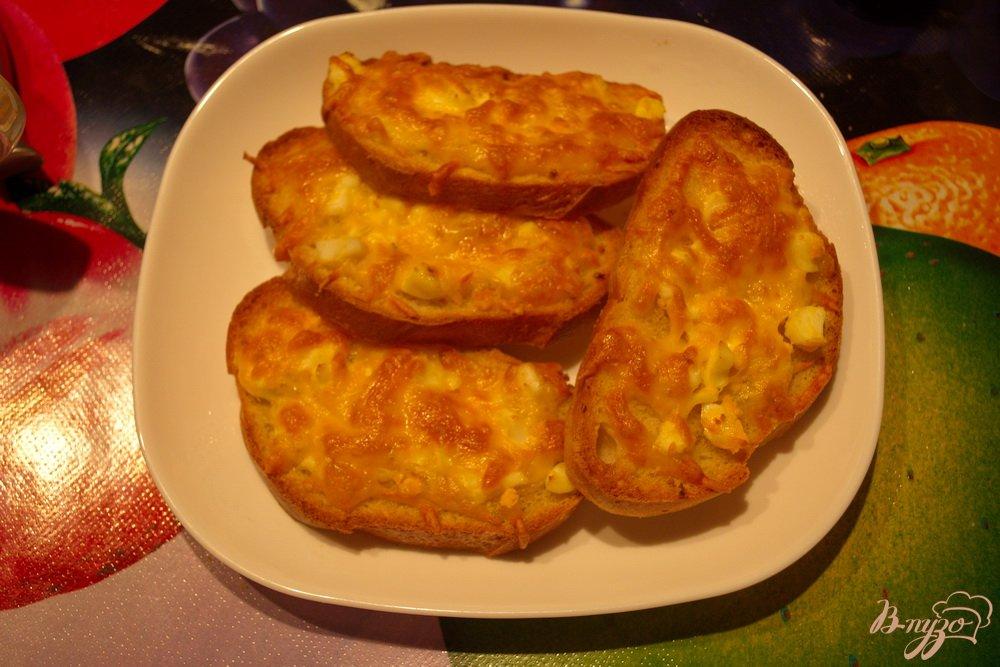 Фото приготовление рецепта: Гренки в духовке с сыром и чесноком шаг №6