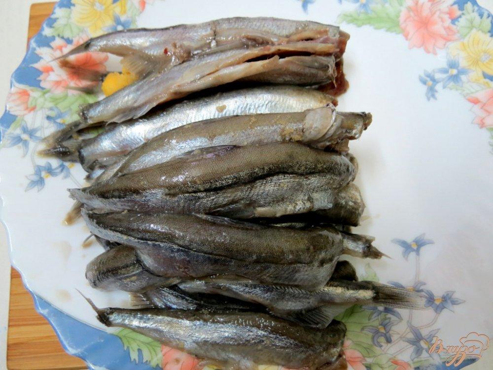 Фото приготовление рецепта: Мойва в соусе шаг №3