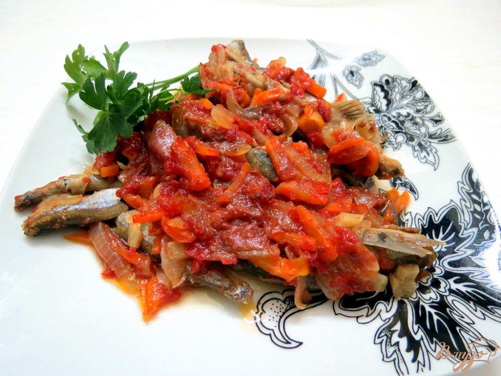 Фото приготовление рецепта: Мойва в соусе шаг №12