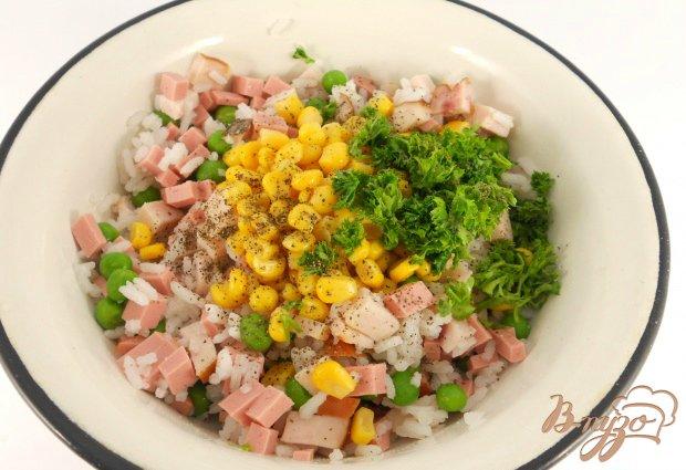 Салат «Праздничный» с курицей, рисом и зеленым горошком