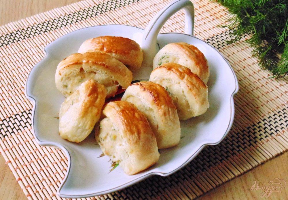 Фото приготовление рецепта: Слоеные рулетики с куриным фаршем шаг №9