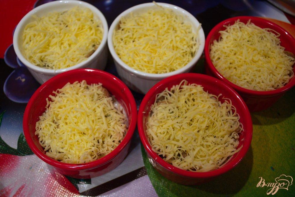 Фото приготовление рецепта: Шампиньончики со сливочной заливкой и сыром в духовке шаг №10
