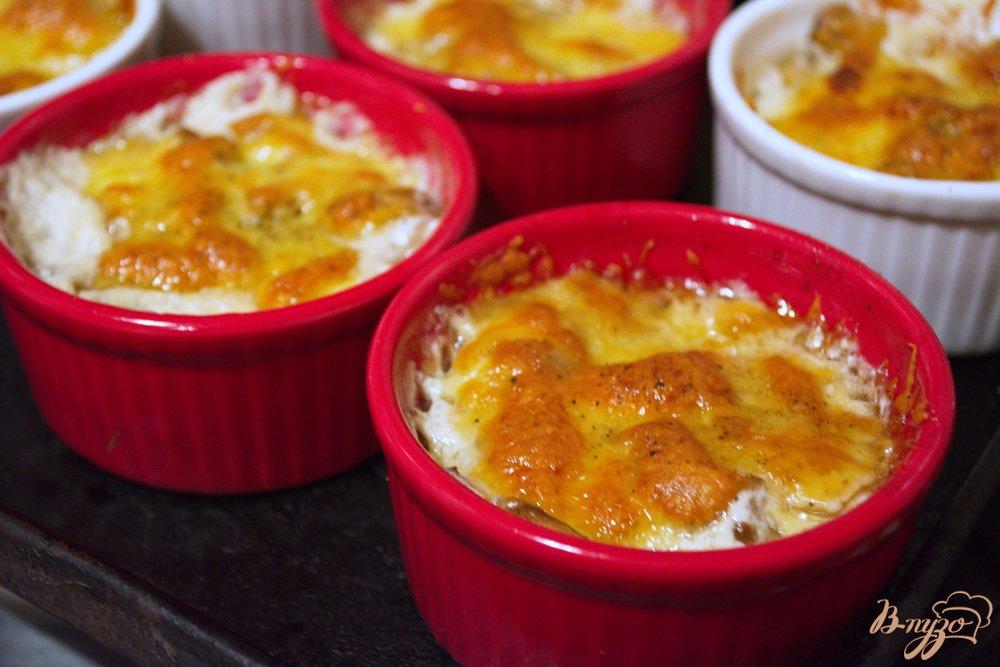 Фото приготовление рецепта: Шампиньончики со сливочной заливкой и сыром в духовке шаг №11
