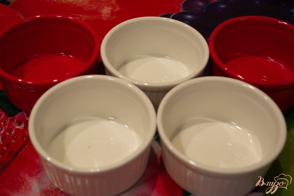 Фото приготовление рецепта: Шампиньончики со сливочной заливкой и сыром в духовке шаг №4