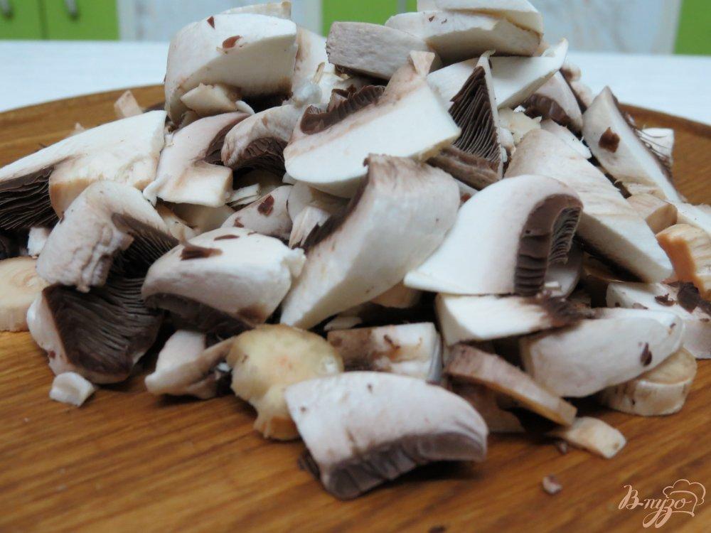Фото приготовление рецепта: Суп со спаржевой фасолью и грибами шаг №5