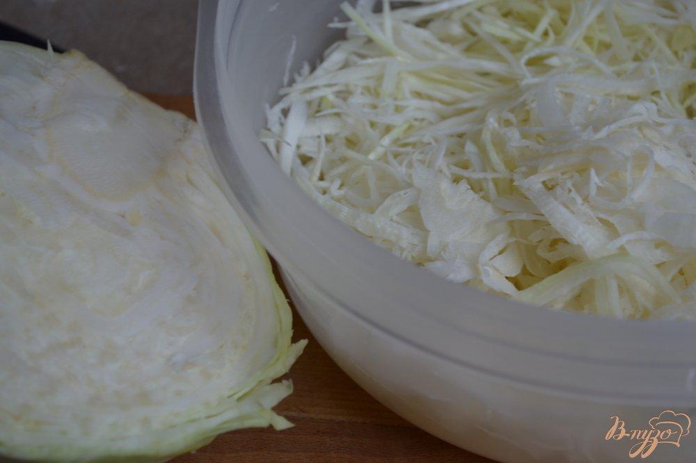 Фото приготовление рецепта: Капустный салат с горячей заправкой шаг №1