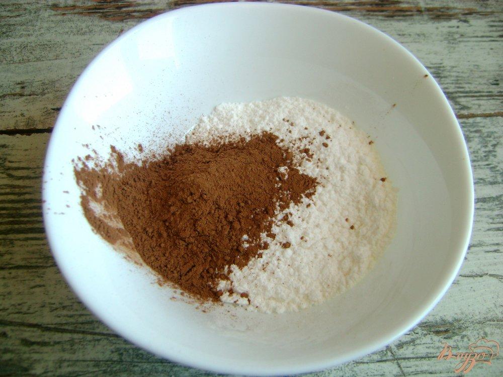 Фото приготовление рецепта: Домашние бублики с шоколадной глазурью шаг №9