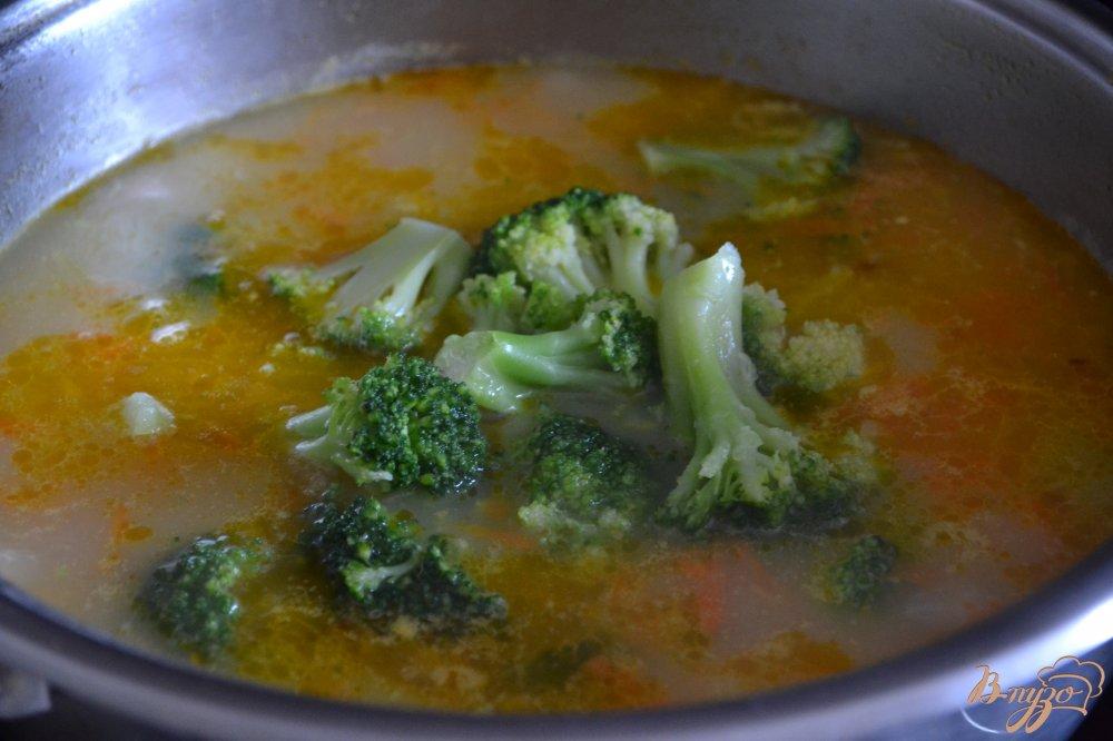 Фото приготовление рецепта: Сливочный суп с капустой брокколи шаг №3