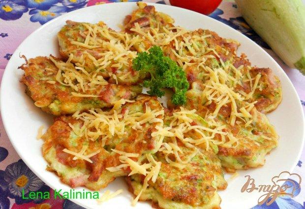 Кабачковые оладьи с сыром и колбасой