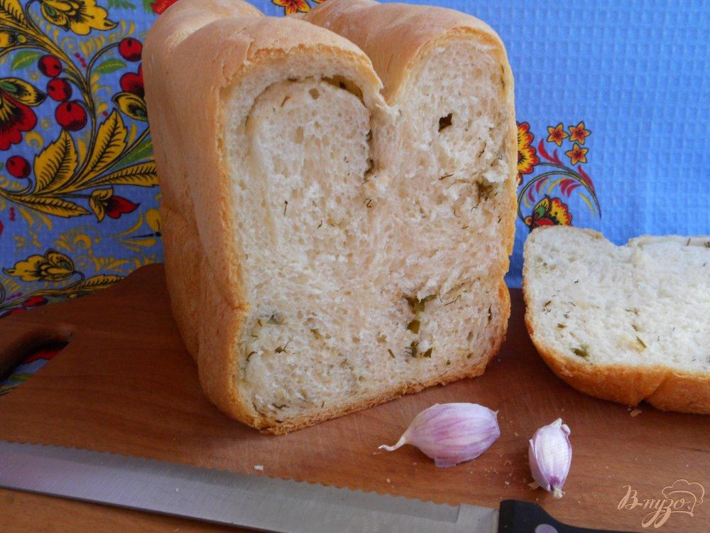 Фото приготовление рецепта: Хлеб с укропом и чесноком в хлебопечке шаг №8
