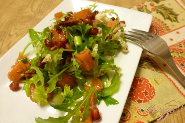 фото рецепта: Салат из тыквы и вяленых томатов с зеленью