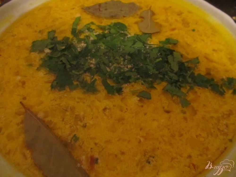 Фото приготовление рецепта: Сырный суп с грибочками шаг №7