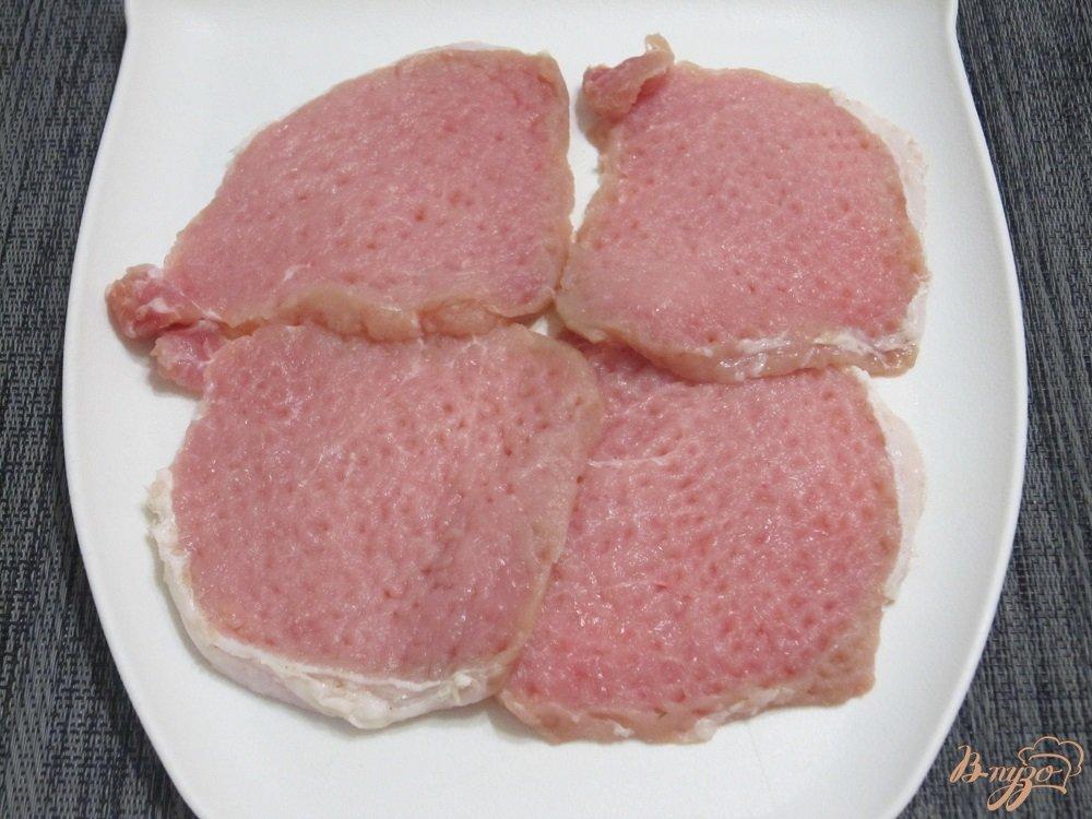 Фото приготовление рецепта: Свиные отбивные с овощами шаг №3