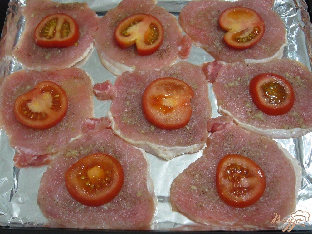 Фото приготовление рецепта: Свиные отбивные с овощами шаг №7