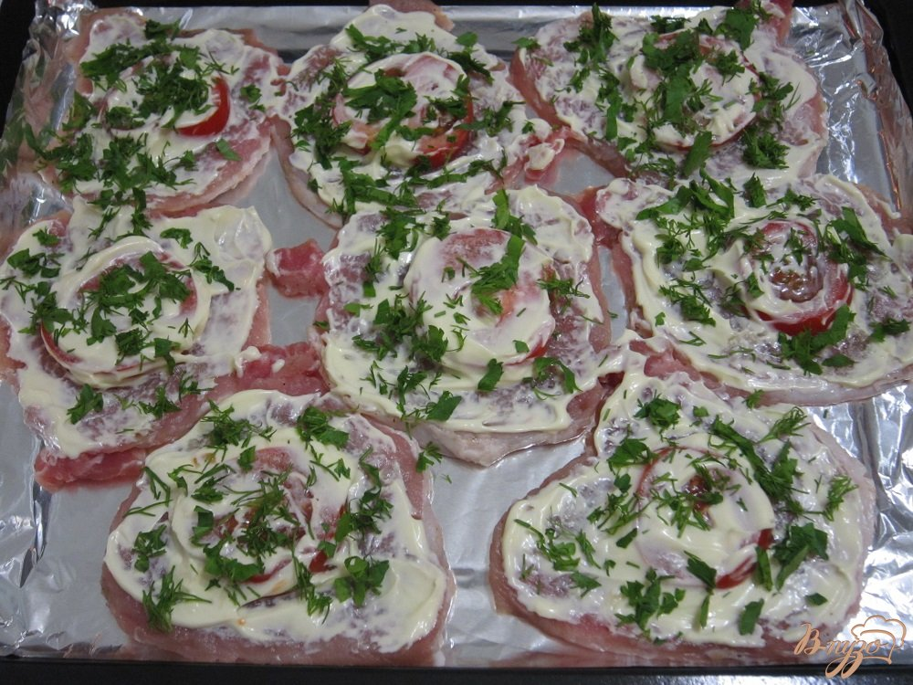 Фото приготовление рецепта: Свиные отбивные с овощами шаг №8
