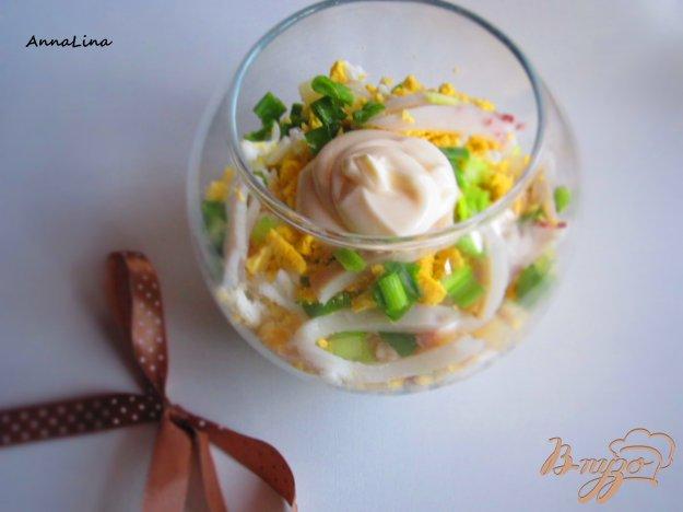 фото рецепта: Салат с кальмарами и яйцом