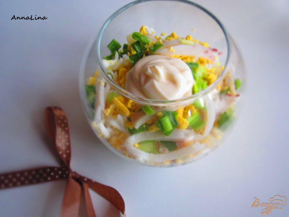 Фото приготовление рецепта: Салат с кальмарами и яйцом шаг №5