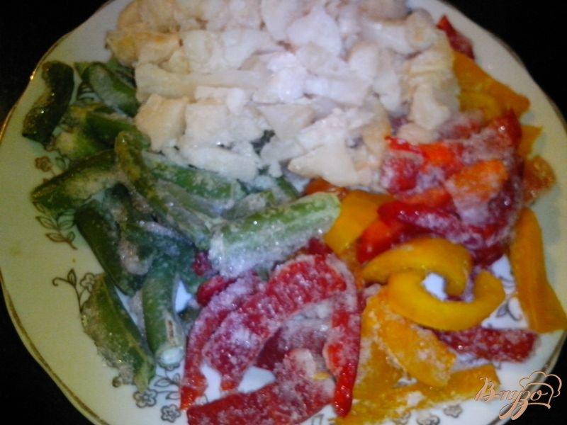 Фото приготовление рецепта: Ризотто с курицей и овощами шаг №3