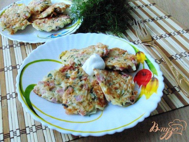 фото рецепта: Оладьи из капусты с колбасой и сыром