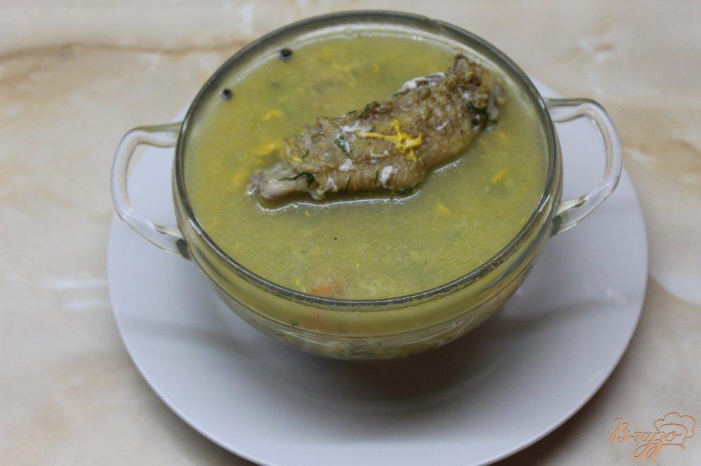 Фото приготовление рецепта: Куриный супчик с вермишелью и яйцом шаг №7