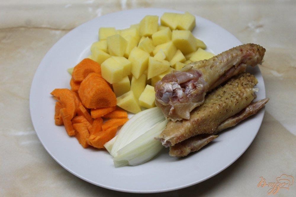 Фото приготовление рецепта: Куриный супчик с вермишелью и яйцом шаг №2