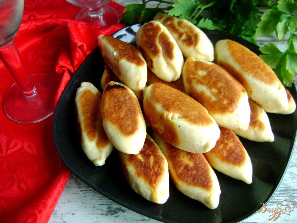 Фото приготовление рецепта: Банкетные мини-пирожки с семгой и рисом шаг №12