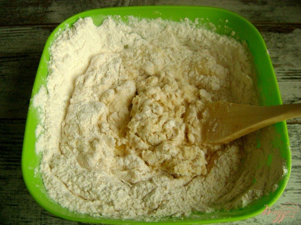 Фото приготовление рецепта: Банкетные мини-пирожки с семгой и рисом шаг №5
