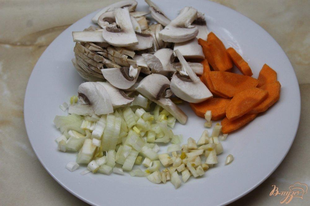 Фото приготовление рецепта: Грибной суп с гречневой крупой шаг №3