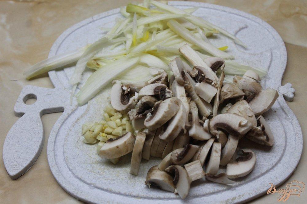 Фото приготовление рецепта: Курочка с овощами и аджикой шаг №3