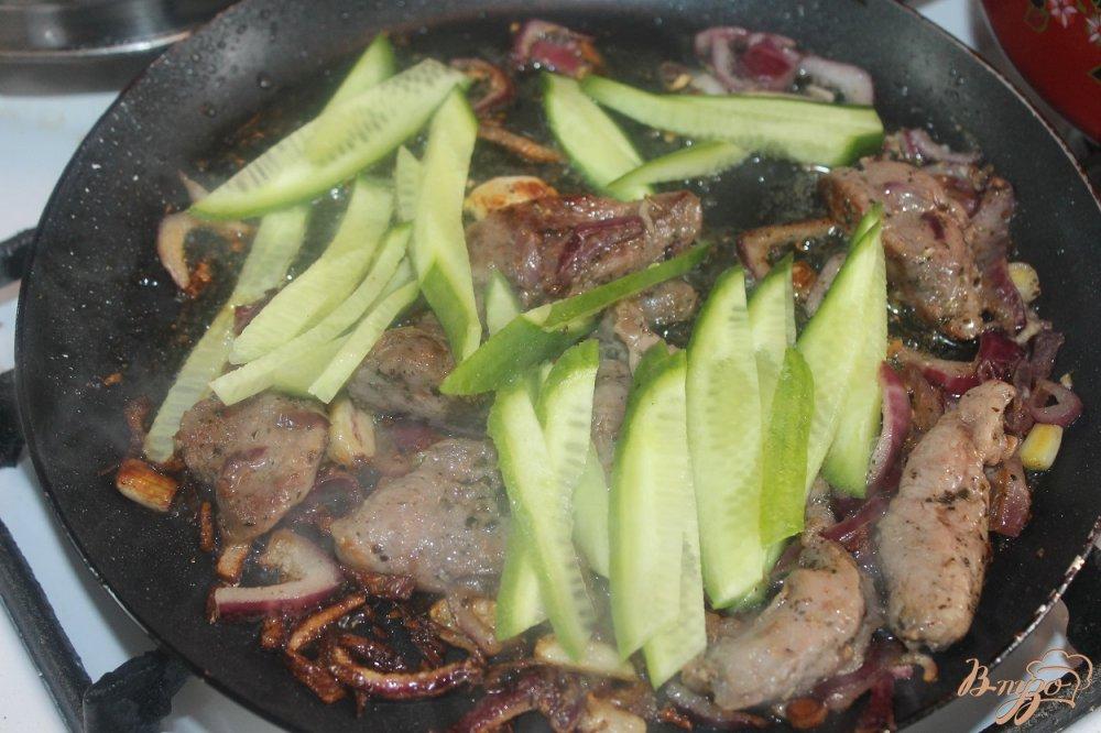 Фото приготовление рецепта: Утка в лаваше шаг №4