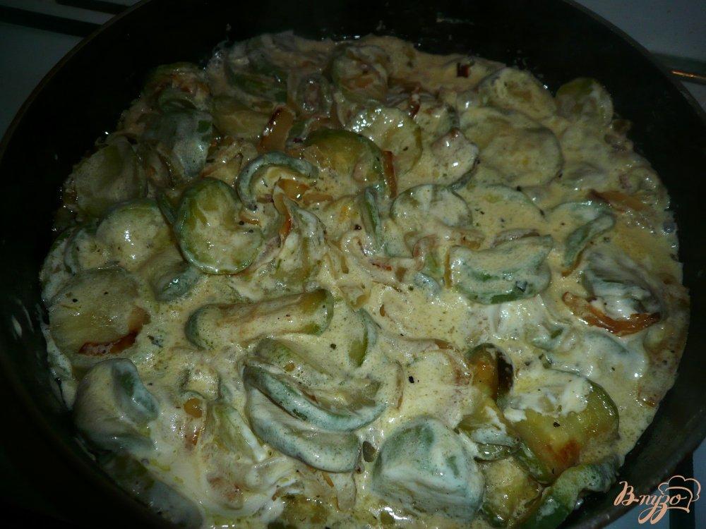 Фото приготовление рецепта: Кабачки в сметанном соусе шаг №7